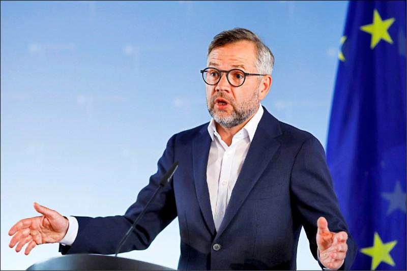 德國外交部主管歐洲事務的國務部長羅斯,六月十六日在歐盟的綜合事務理事會舉行視訊會議前,對媒體發表聲明。(路透檔案照)