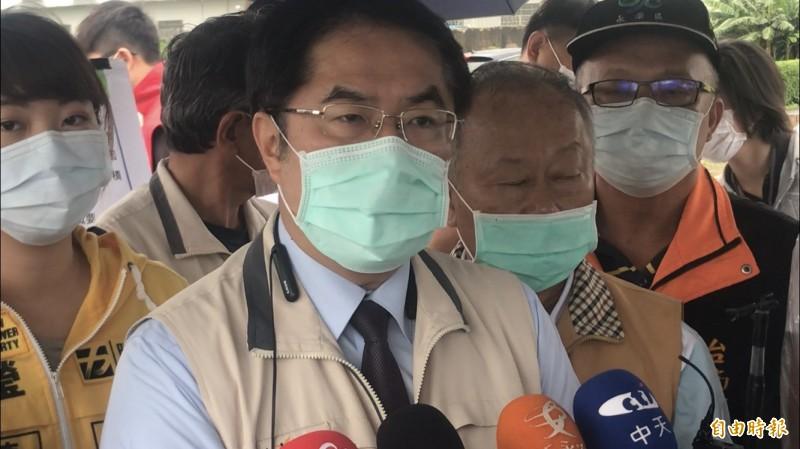 台南市長黃偉哲今針對室內強制戴口罩宣導期後是否開罰,再度說明。(記者萬于甄攝)