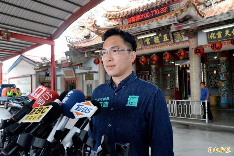 民進黨高雄市議員林智鴻認為,國民黨主席江啟臣也該出面說明遭收押的藍委陳超明、廖國棟,與他之間的交情。(記者許麗娟攝)