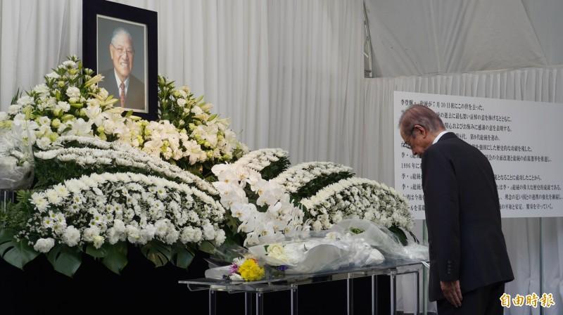 日本前首相福田康夫前來駐日代表處悼念李前總統。(記者林翠儀攝)