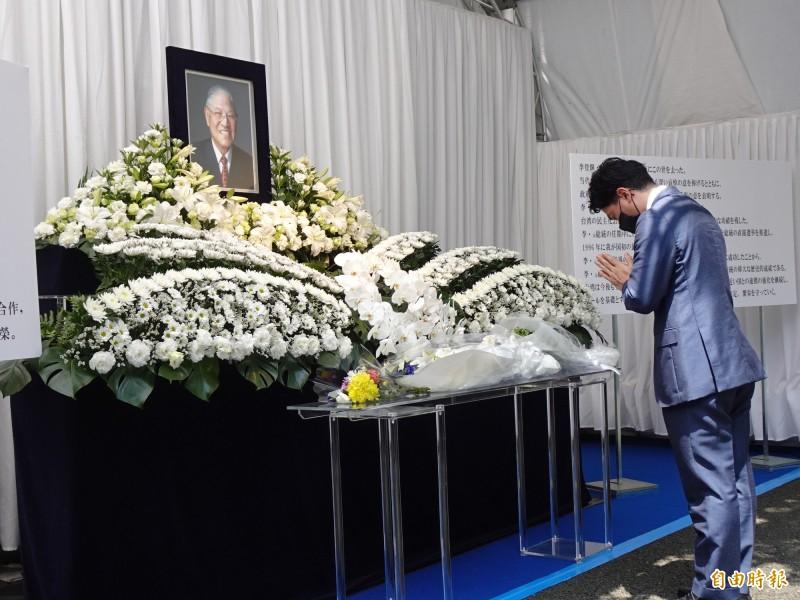 日本環境相小泉進次郎悼念李前總統。(記者林翠儀攝)