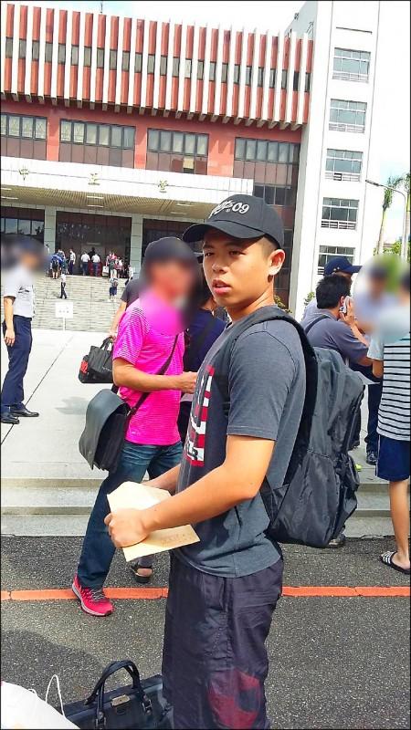 新北市樹林派出所21歲警員楊庭豪昨晚2度判定腦死,今將捐贈內臟器官及角膜等,預估有10個家庭能受惠。(圖:翻攝自臉書)