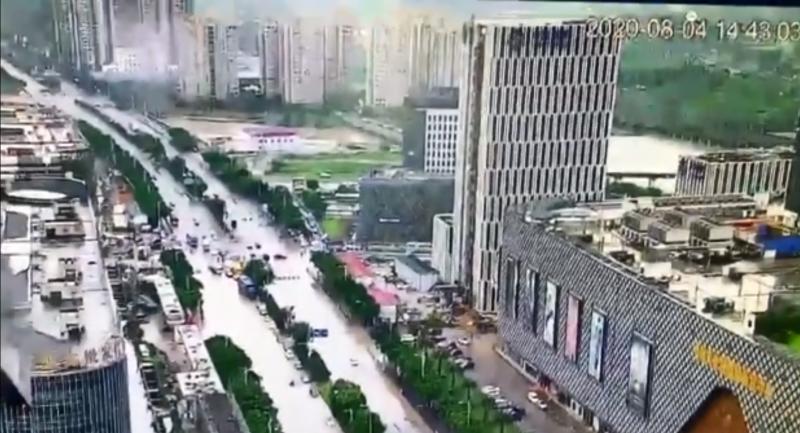 哈格比颱風肆虐中國浙江溫州,城市嚴重淹水。(翻攝自微博)