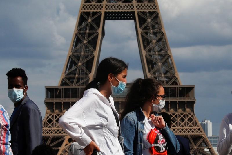 法國政府最高科學機構週二(4日)警告,第二波武漢肺炎(新型冠狀病毒病,COVID-19)疫情極有可能在秋季或冬季襲擊法國。(路透)