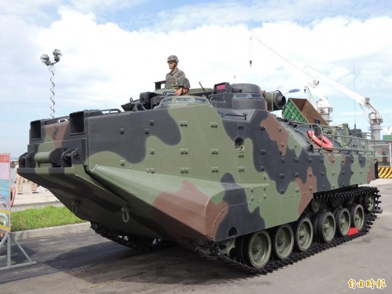 由於美軍陸戰隊AAV7棲突擊車發生重大演訓意外,軍方下令我國的陸戰隊AAV7部隊,停止2個星期的訓練,待所有檢查完成並且確認安全無虞後,再行恢復訓練任務。(資料照)