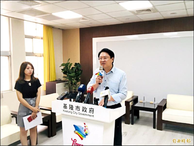 基隆市長林右昌說,輕軌是改善台北、基隆之間軌道運輸最好方案,但目前的方案還不夠好。(記者林欣漢攝)