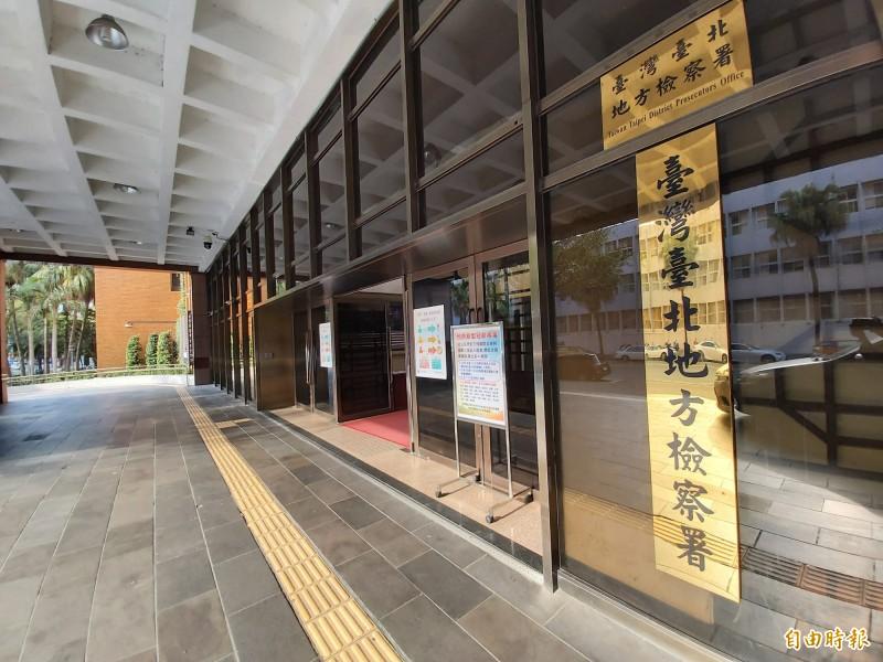 台北地檢署依違反證券交易法起訴許、施男。(記者陳慰慈攝)