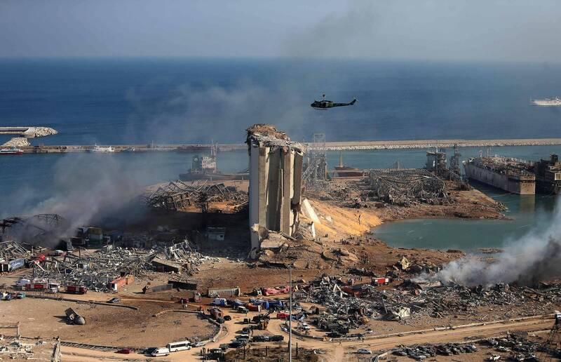 黎巴嫩首都貝魯特4日發生驚天大爆炸,造成至少百人死亡、數千人受傷。當局5日宣布,首都立即進入為期2週的緊急狀態。(法新社)