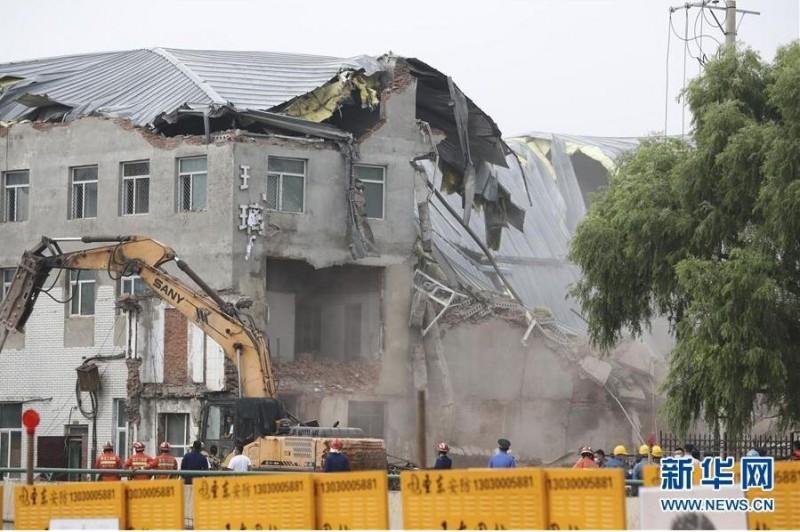 中國黑龍江省哈爾濱市的一間食品公司倉庫昨日(4日)發生倒塌事故,導致9人受困。經搜救後,9名被困人員確定已全數罹難。(照片取自新華網)