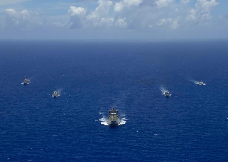 美國海軍與新加坡、澳洲及汶萊進行共同演訓。(圖擷取自美軍第七艦隊臉書粉絲專頁)
