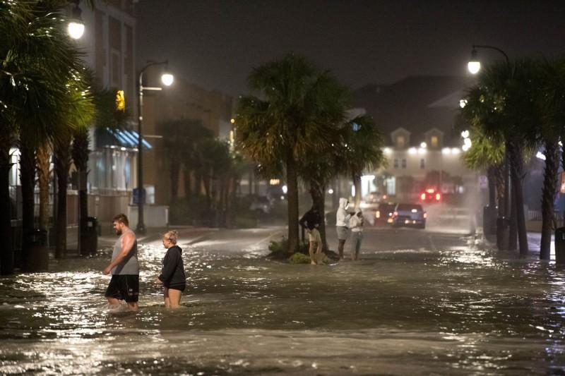 伊薩亞斯橫掃沿途所經各處,在南卡羅來納、維吉尼亞、馬里蘭、新澤西各州造成災情。(法新社)