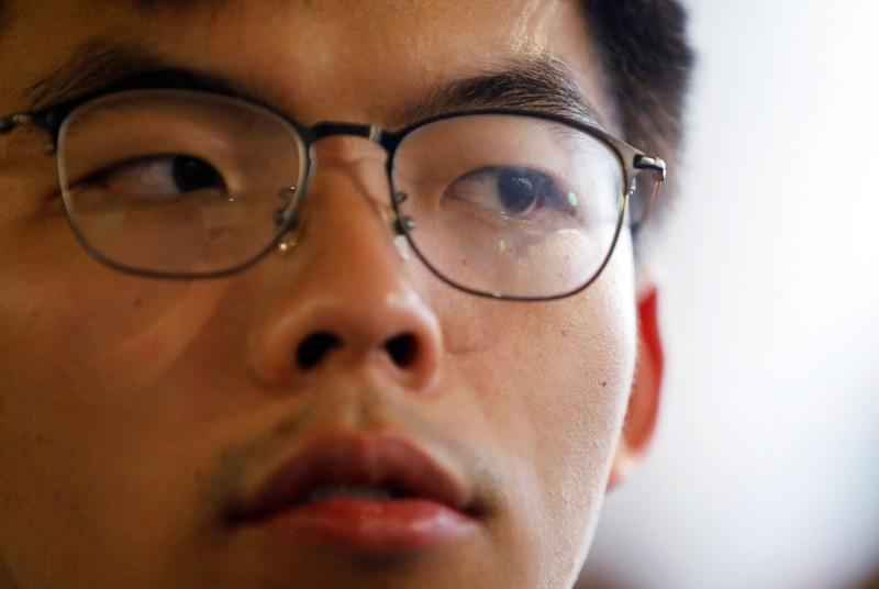 前香港眾志秘書長黃之鋒遭《哆啦AV夢》作者禾野男孩辱罵「比屎尿屁還令人作嘔」。對此,黃之鋒今(5)日發文表示能諒解,禾野男孩之所以罵他,「實情只為表忠避過刑罰」。(路透)