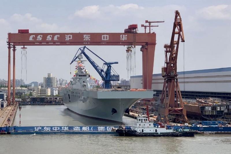 075型兩棲攻擊艦被視為登陸台灣主力之一。圖為075型二號艦。(圖片取自微博)