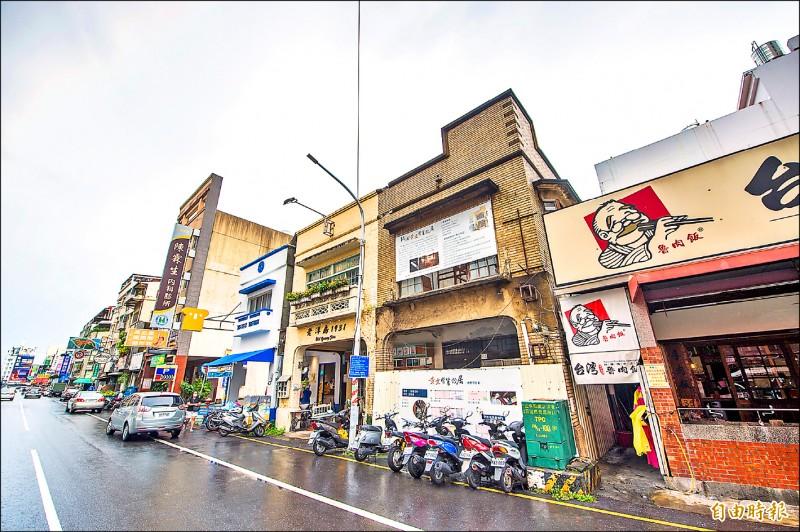 嘉義市黃文醫生故居審議通過後列為市定古蹟。(記者林宜樟攝)
