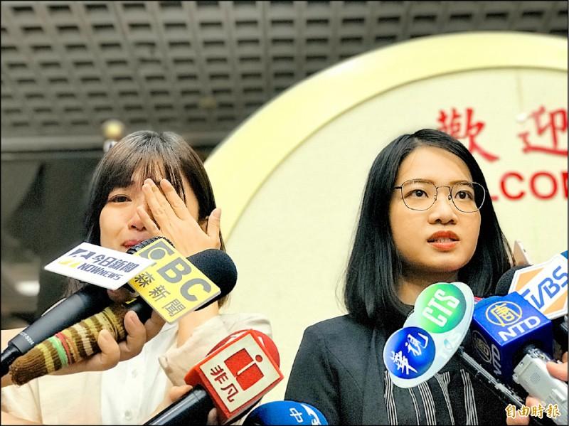 不滿「放話文化」,時力台北市議員林穎孟與黃郁芬宣布退黨。(記者郭安家攝)