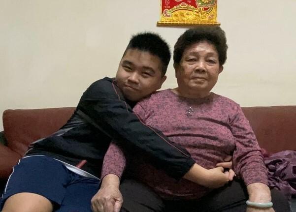 陳明佑與外曾祖母感情好。(記者陳文嬋翻攝)
