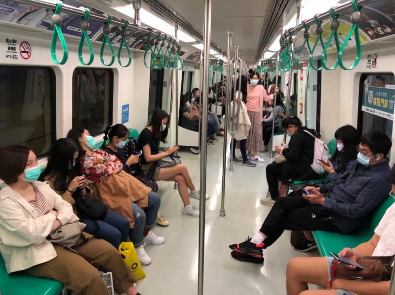 今天起搭乘高雄捷運,恢復全程須戴口罩的規定。(高捷公司提供)