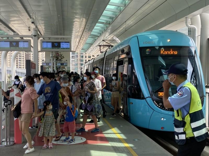 新北捷運公司今表示,淡海輕軌即日恢復實施強制戴口罩規定。 (新北捷運公司提供)