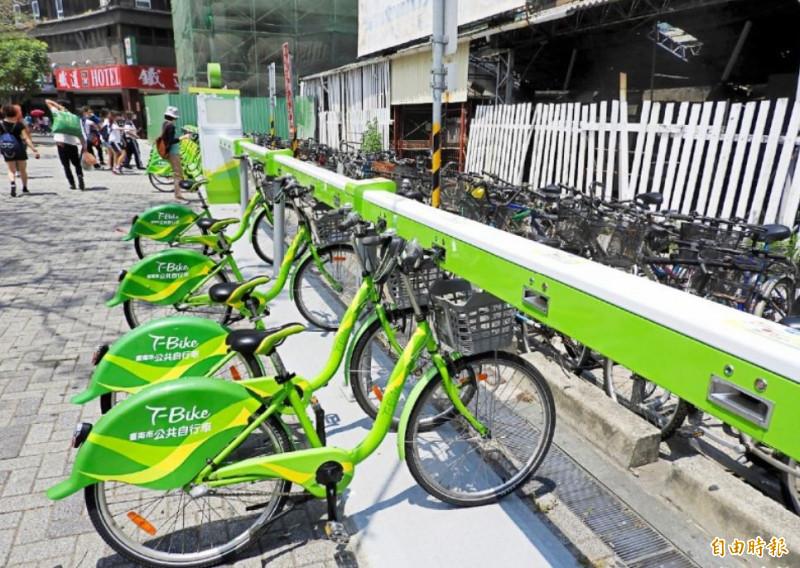 台南市舉辦「T-Bike快樂悠遊騎」活動,提供總價10萬元好禮抽獎。(記者洪瑞琴攝)