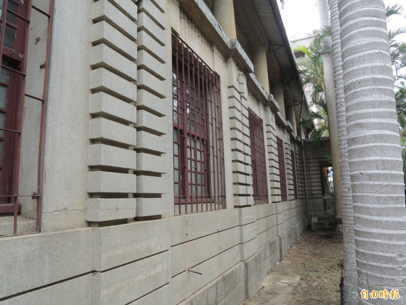 耗費1年10個月的修復工程,新竹市首座私產市定古蹟「新竹州圖書館」10月1日重新開館,將重現古蹟風華與書香味。(記者洪美秀攝)