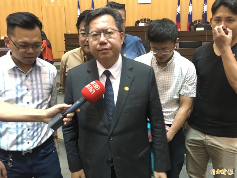 桃園市長鄭文燦受訪時強調,實施20多年的三節敬老禮金,將設置排富、上限金額。(記者謝武雄攝)
