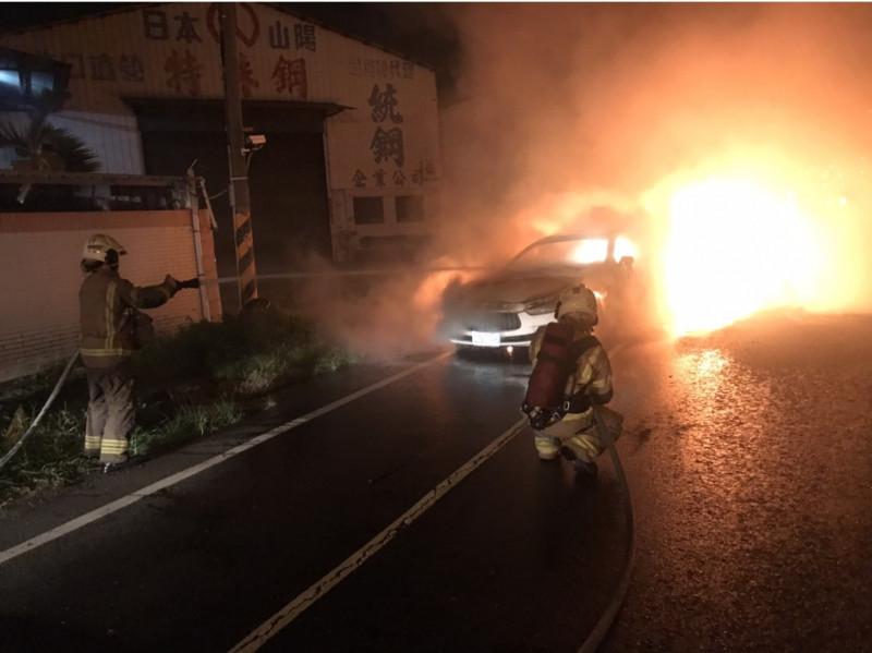台南市消防局統計指到今年7月底,台南地區共發生66件車輛火災。(記者王俊忠翻攝)