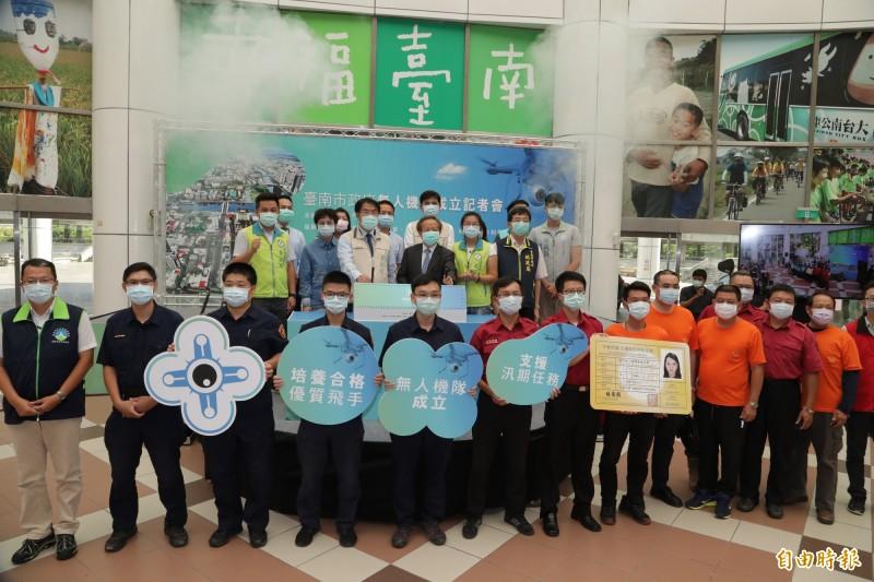 台南市政府無人機隊昨天成軍。(記者劉婉君攝)