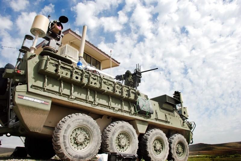 裝上雷射武器的美軍史崔克裝甲車。(翻攝自美國陸軍官網)