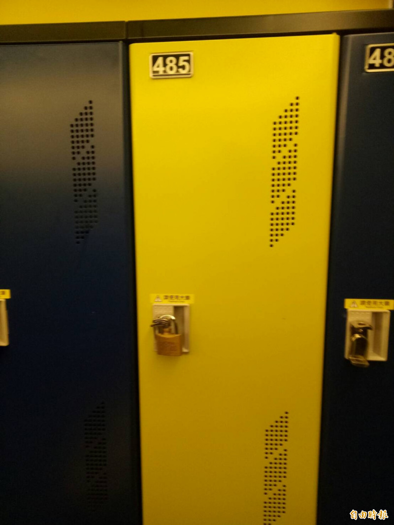 健身房置物櫃遭其他會員誤鎖。(記者張軒哲攝)