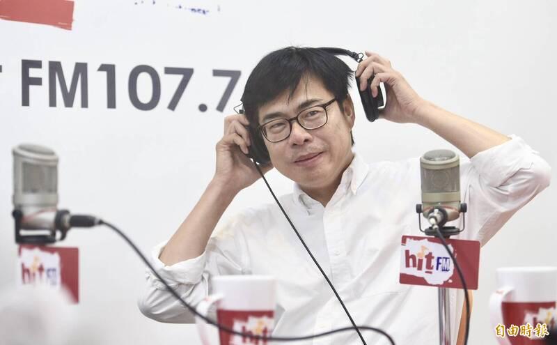 高雄市長候選人陳其邁6日接受電台主持人羅友志專訪,暢談處事為人及參選大小事。(記者羅沛德攝)