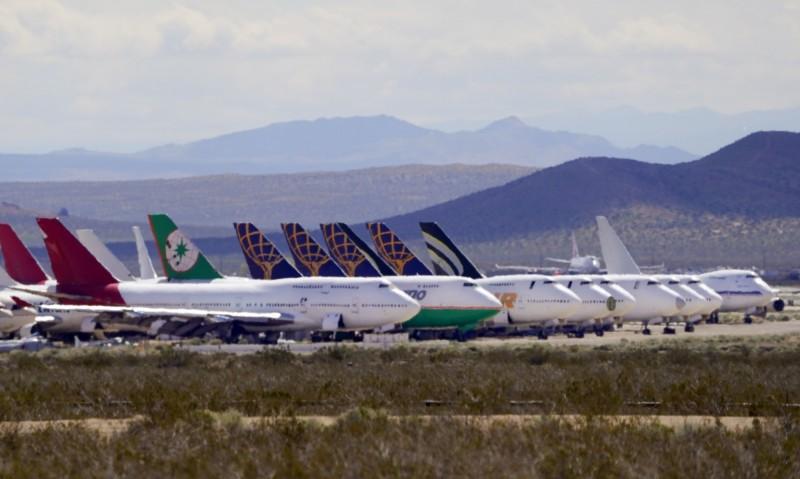 在武漢肺炎影響下,各航空公司紛紛選擇封存閒置班機或是提前退役舊機型,各地飛機墳場「機滿為患」。(美聯社)