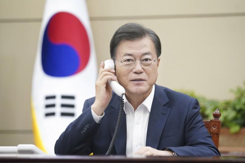 文在寅政府決定捐贈北韓1000萬美元,消息一出被自家網友罵翻。(歐新社)