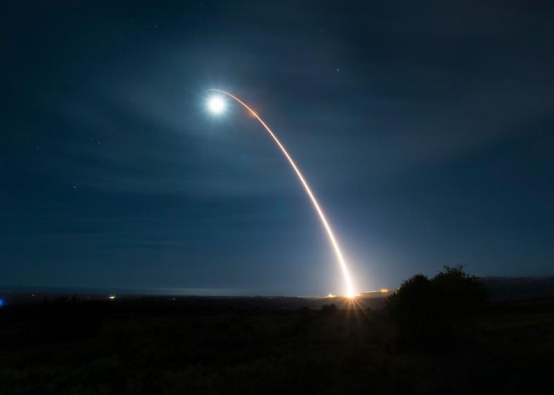 美軍2月5日是今年首次試射「義勇兵3型洲際飛彈」。圖為當時試射景象。(法新社)
