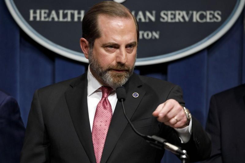 美國衛生部長阿札爾,蓄鬚造型超殺。圖為今年2月造型。(美聯社)