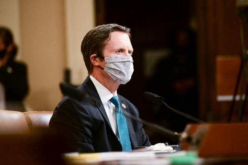 美國共和黨眾議員戴維斯(圖中)證實感染武漢肺炎,使他成為美國第15位確定或疑似染病的國會議員。(路透)