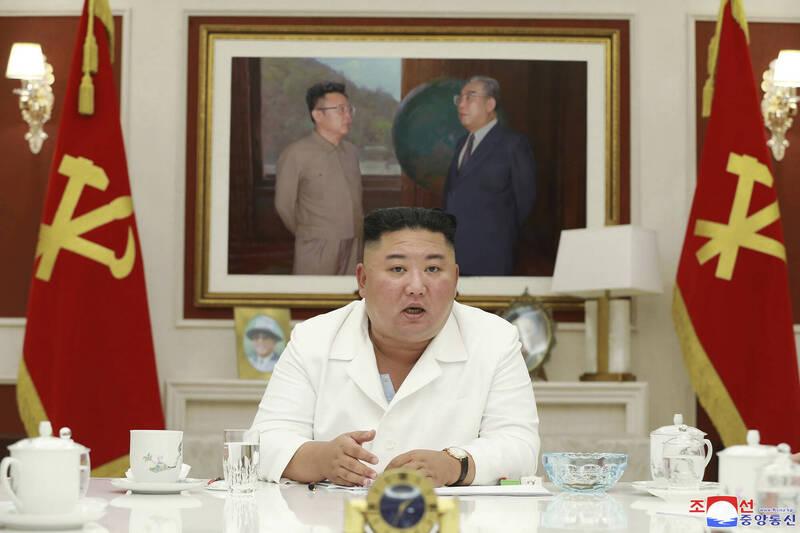 北韓領導人金正恩5日召開勞動黨中央委員會政務局會議,圖為會議畫面。(美聯社)