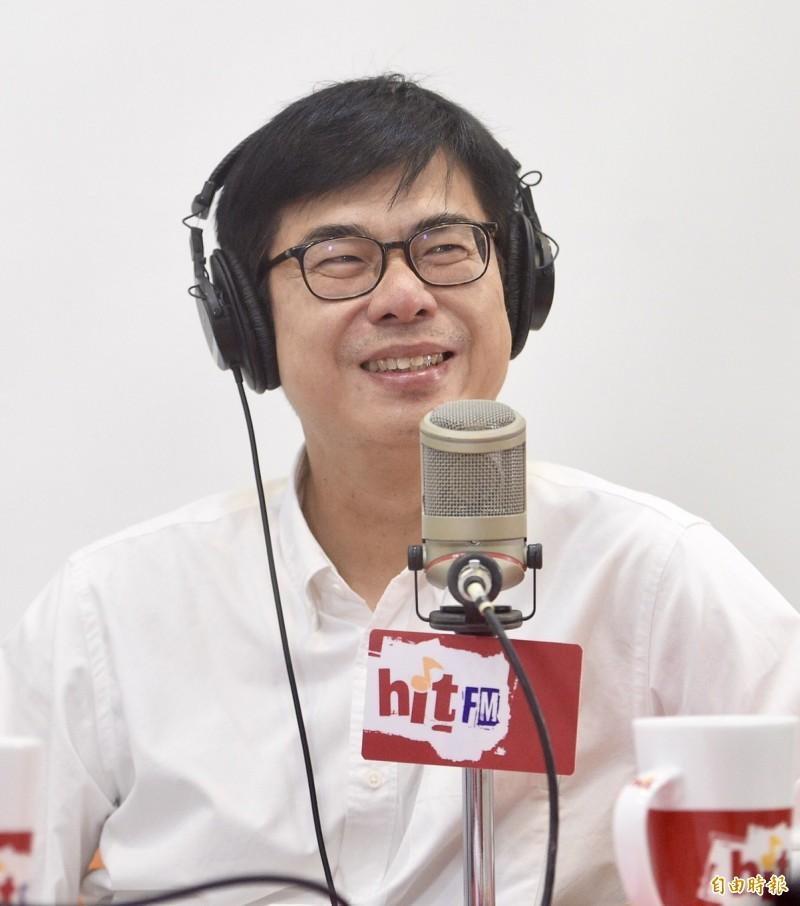 高雄市長候選人陳其邁(圖)6日接受電台主持人羅友志專訪,暢談處事為人及參選大小事。(記者羅沛德攝)