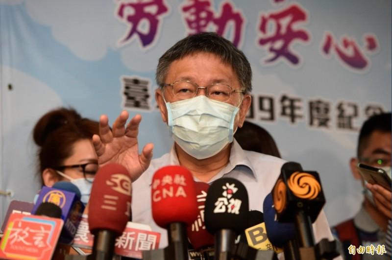媒體追問不戴口罩是否開罰?台北市長柯文哲只說最重要看疫情的變化,「看一個禮拜就知道。」(記者叢昌瑾攝)