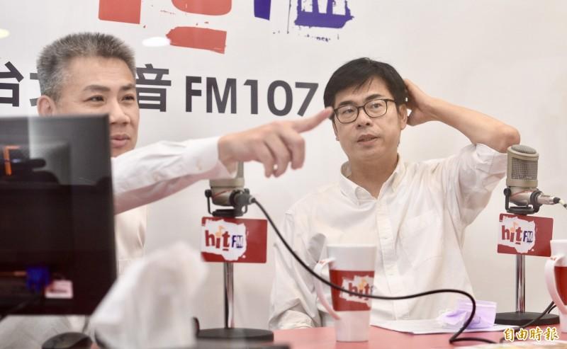 高雄市長候選人陳其邁6日接受電台主持人羅友志專訪。(記者羅沛德攝)