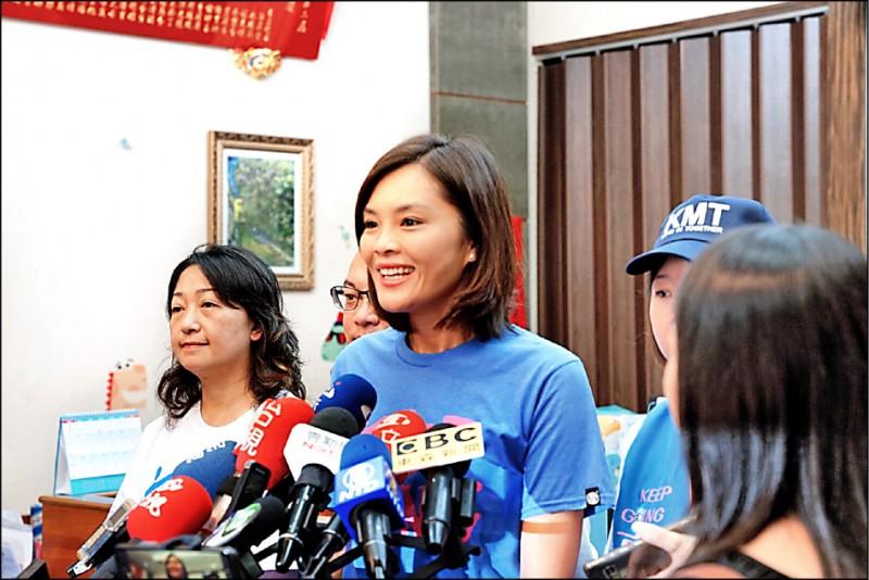 台灣基進發起「選票不給變鈔票」,不讓國民黨高雄市長補選候選人李眉蓁領到選舉補助款。(記者葛祐豪翻攝)