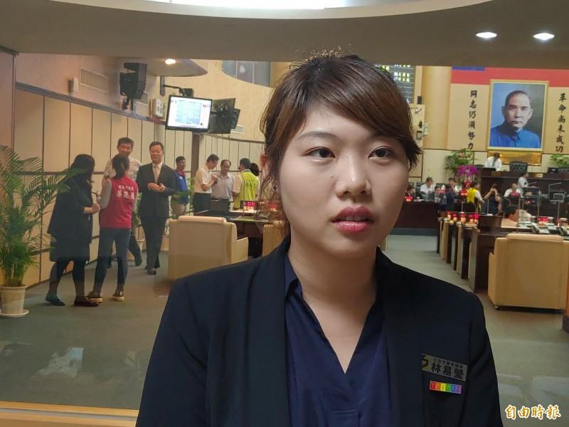 時力台南市議員林易瑩說,她將會留下來,與大家持續並肩戰鬥。(記者蔡文居攝)