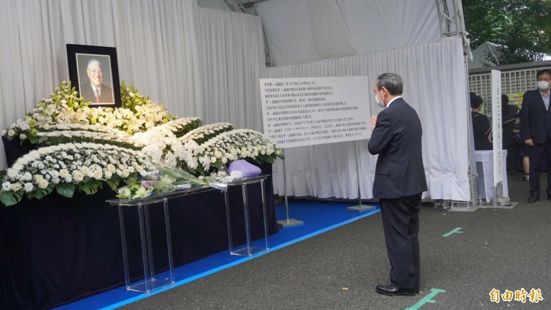 日本官房長官菅義偉7日下午前往悼念李前總統。(記者林翠儀攝)