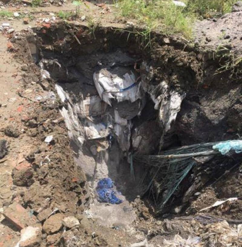 部分土地掩埋深度逾5公尺,掩埋廢棄物之行為已有逾1年。(記者蔡清華翻攝)