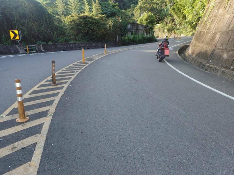警方提醒台7乙線山路多彎,呼籲駕駛人行駛道路請遵守速限規定,行經彎道應減速慢行。(記者李容萍翻攝)