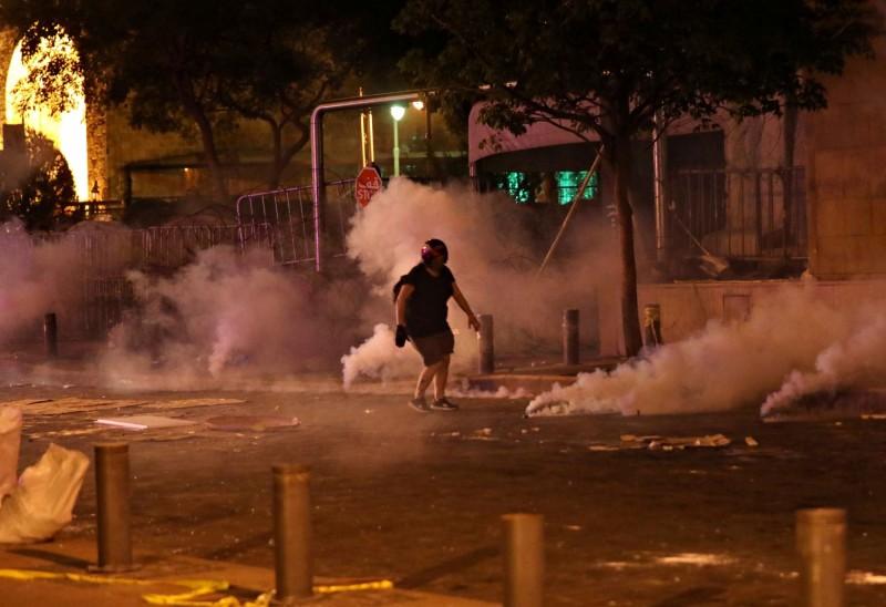 黎巴嫩首都貝魯特6日晚間示威爆發警民衝突。(路透)