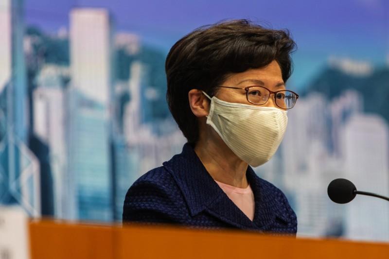 林鄭月娥宣布將推行「自願性普篩」,預計最快2週後實施。(彭博)