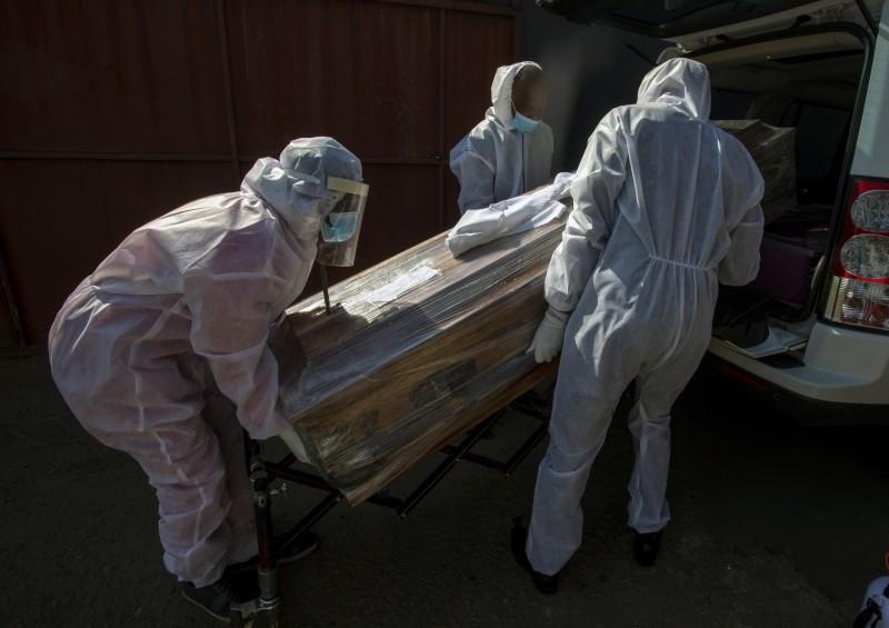 根據《路透》今天統計,儘管非洲相對孤立,但該地區正遭受疫情侵襲,目前累計確診突破百萬。(美聯社)