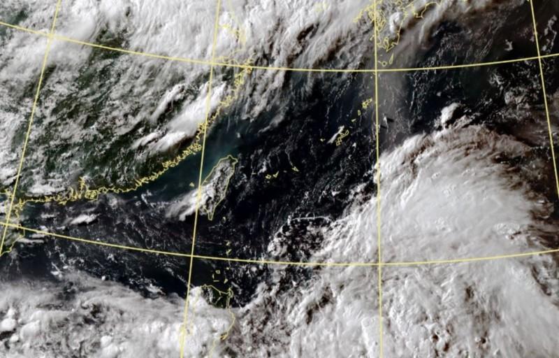 菲律賓東方海面有熱帶擾動正在發展。(圖取自中央氣象局)