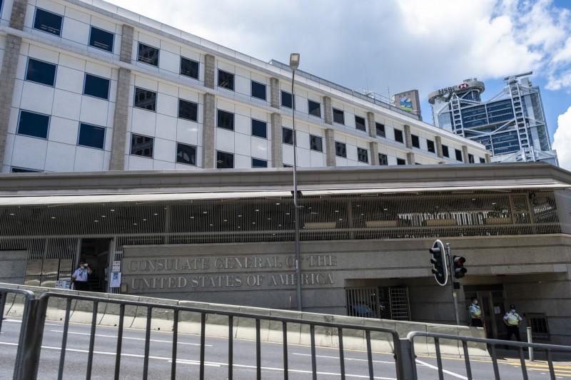 美國駐港澳總領事館批評,香港的《國安法》只是為了製造寒蟬效應。圖為美國駐港澳總領事館外觀。(彭博)