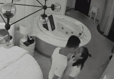 中國一對大學情侶日前到蘇州旅遊,並到當地一間飯店開房激戰3天,沒想到男方事後卻在網路上發現兩人在旅館的親熱影片,驚覺被偷拍,讓他更崩潰的是,這段40分鐘的床戰片已經超過5萬人觀看。(圖擷取自微博)